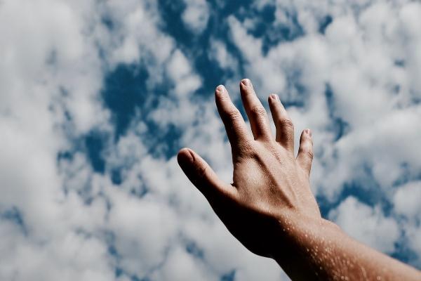 dios manos cielo (1)